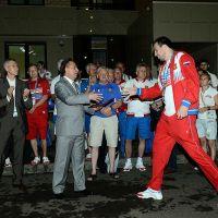 /content/images/pages/230/zoomi_nagragdenie_sportsmenov_v_shtabe_rossiyskoy_delegatsii_kazan2013_3.jpg